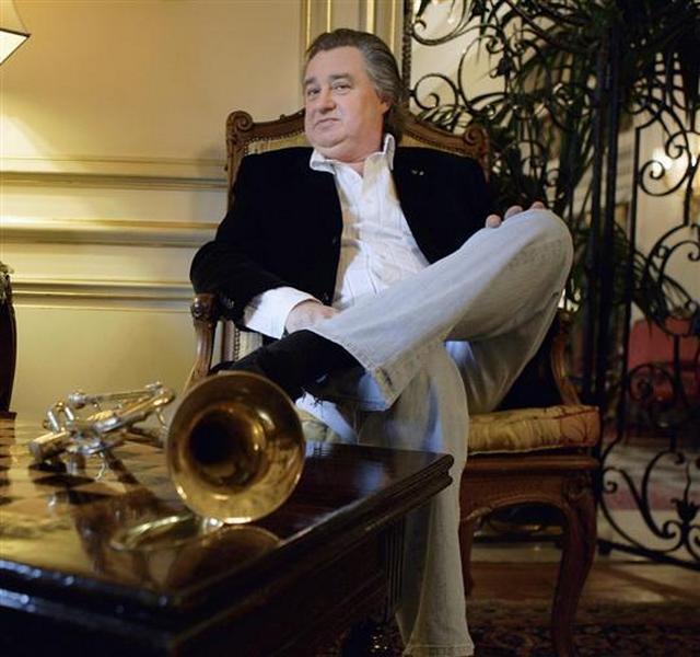 Jean Claude Borelly  se relaxe entre deux concerts